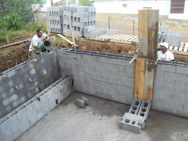 Construire une piscine simple construire une piscine with for Construire sa piscine bois
