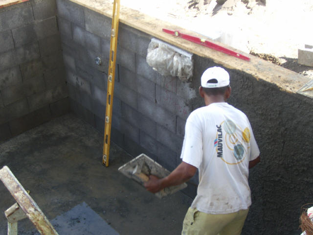 Construire une piscine int rieur for Enduit piscine beton