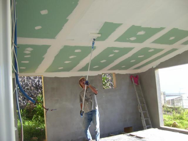 Construire une piscine int rieur for Peinture pour plafond sale