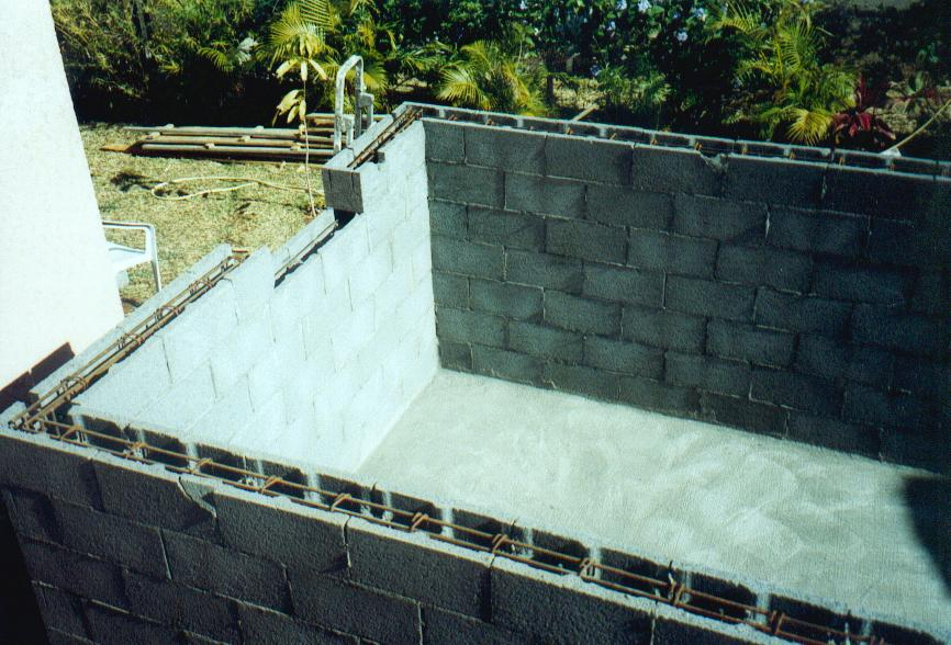 Construire soi m me sa piscine b ton carrel e comme un pro for Carreler piscine beton